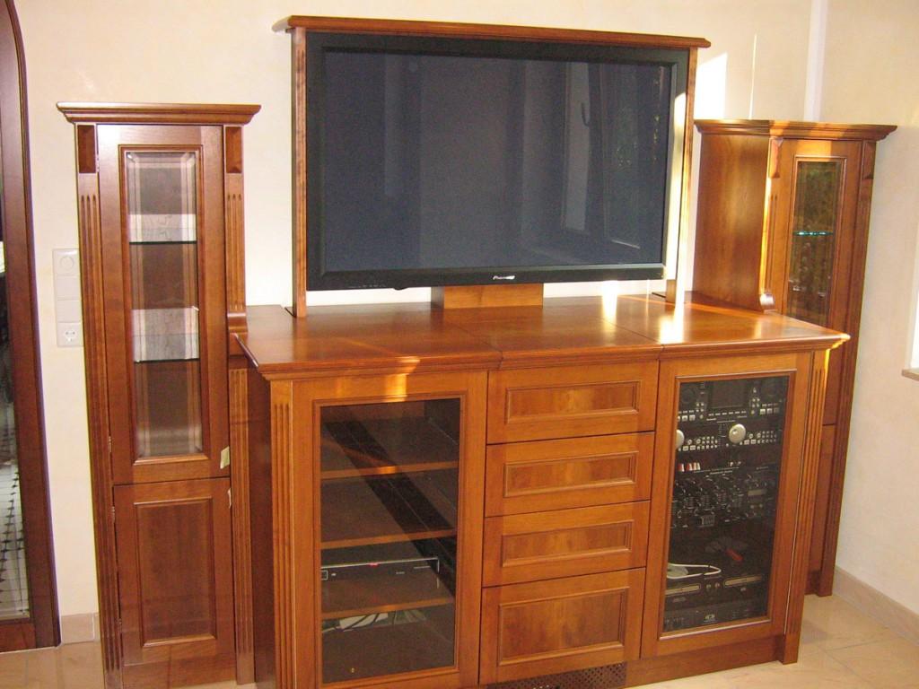 Elegante Fernseh- und HiFi-Kommode aus furniertem Holz