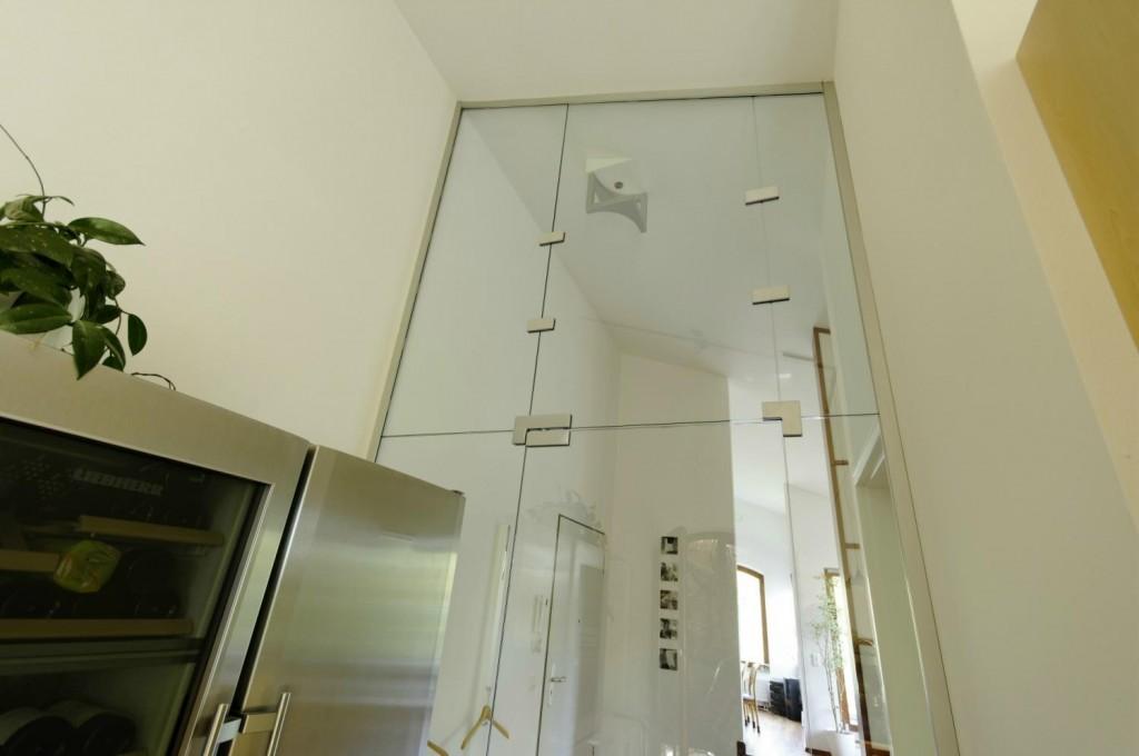 Raumhohe Glasanlage mit Seitenteilen, Türflügel und Oberlicht aus Klarglas