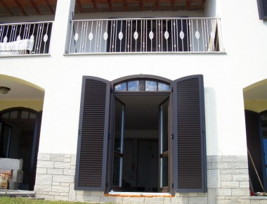 Exklusive Holzfenster für eine Villa am Lago Maggiore