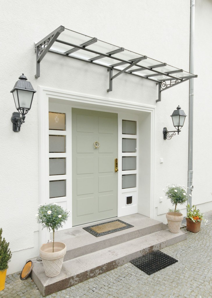 dreiteilige haust ranlage f r eine zehlendorfer villa. Black Bedroom Furniture Sets. Home Design Ideas