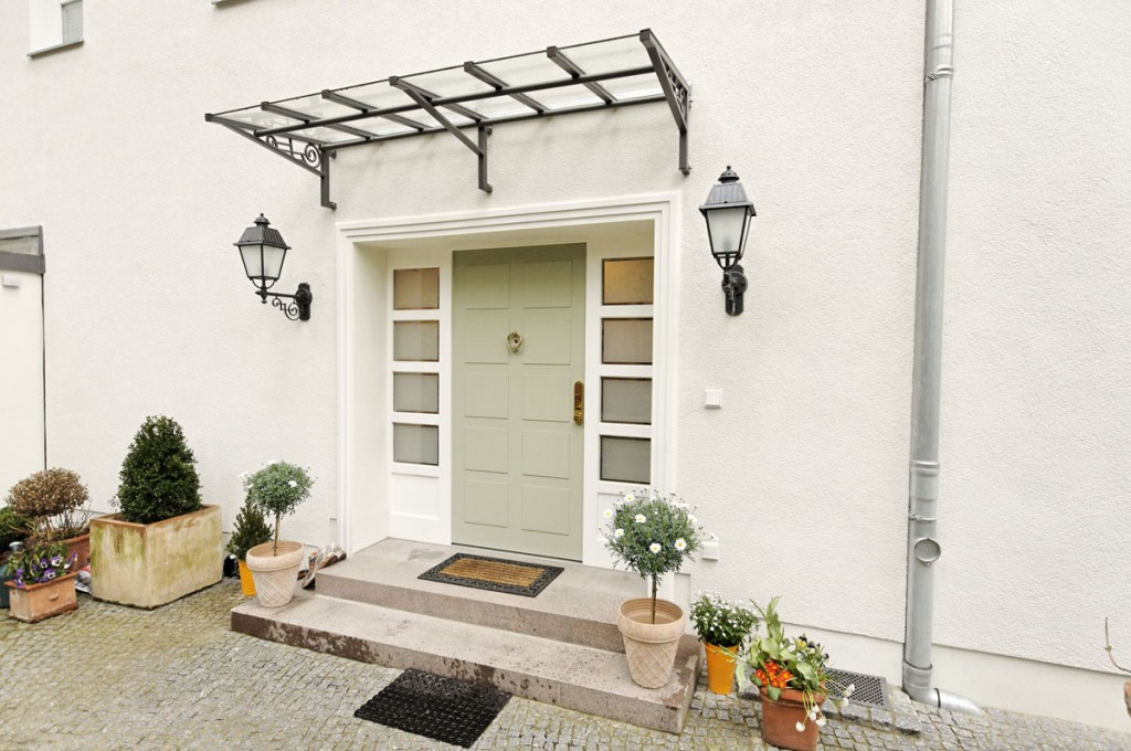 Dreiteilige Haustür mit 2 Seitenteilen und einem Flügel