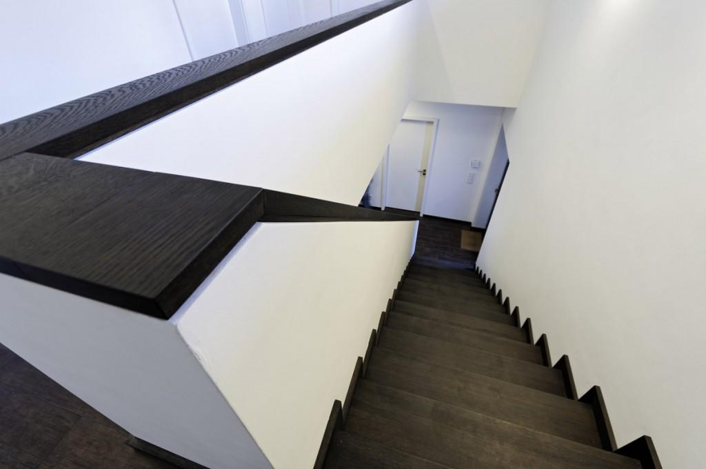 Treppenbelag und Geländerabdeckung