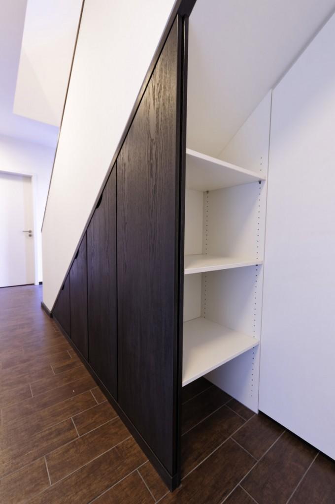 einbauschr nke f r den raum unterhalb der treppe. Black Bedroom Furniture Sets. Home Design Ideas