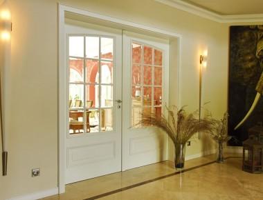 Facettenverglaste Türen für ein exklusives Einfamilienhaus