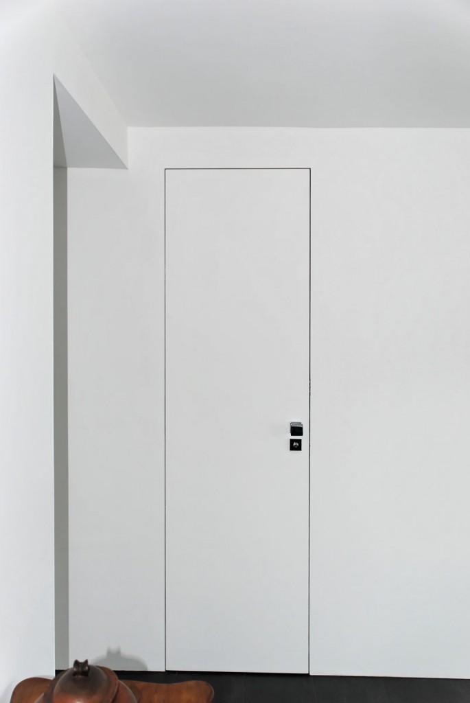 Weiße fast unsichtbare Innentür ohne sichtbare Zarge
