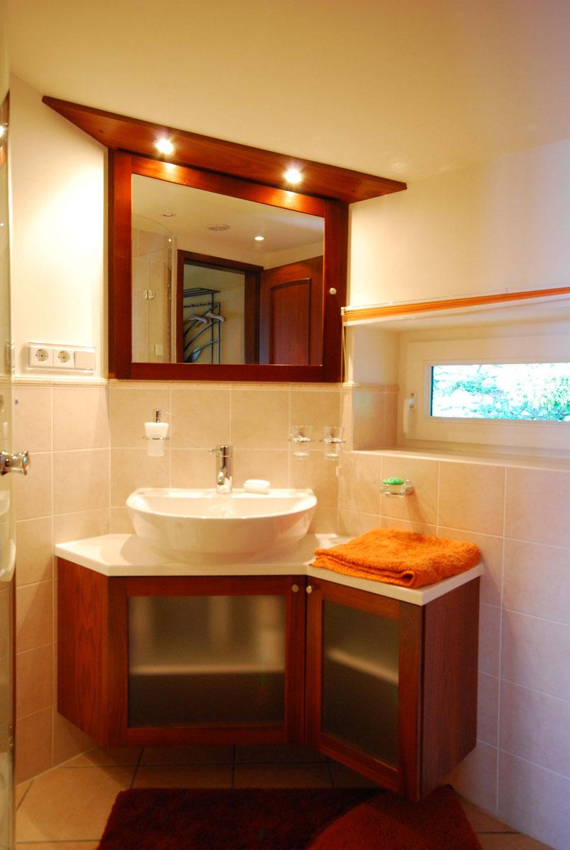 eck waschtisch mit aufsatzbecken. Black Bedroom Furniture Sets. Home Design Ideas