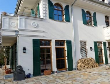 Eichenfenster mit Klappläden für eine Berliner Villa