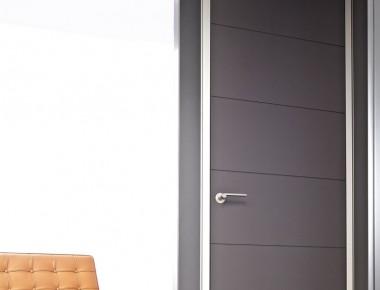 Materialmix: moderne Innentüren mit Aluminiumzargen