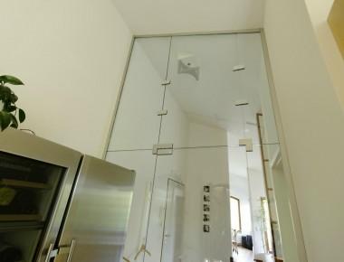 Glastüranlage in Dachgeschosswohnung