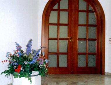 Rundbogen-Innentüren für eine neu gebaute Villa bei Potsdam
