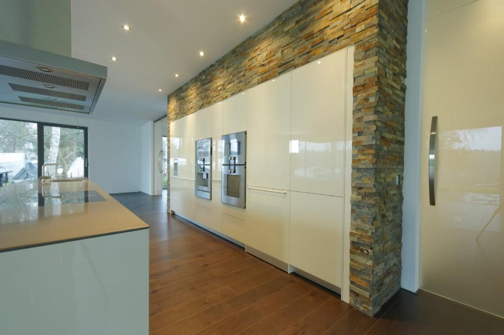 Küchentresen in einer modernen Villa am Wannsee