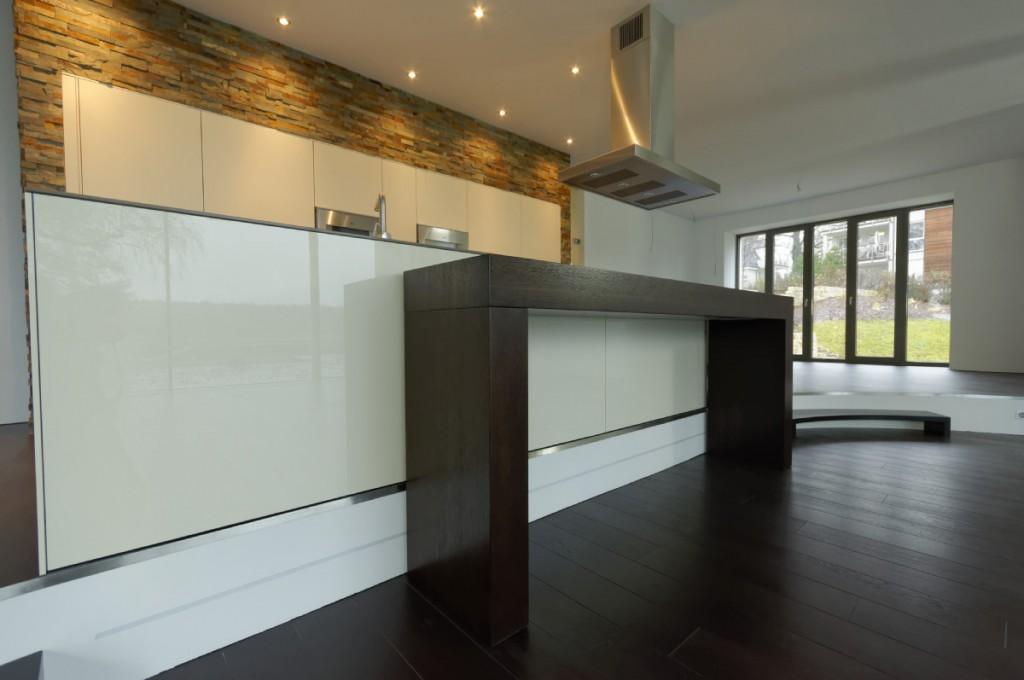 k chentresen in einer modernen villa am wannsee. Black Bedroom Furniture Sets. Home Design Ideas