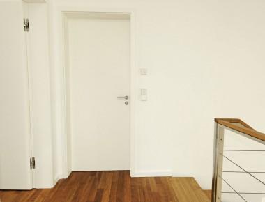 Wohnlich und modern: Innentüren in einem exklusiven Wohnhaus
