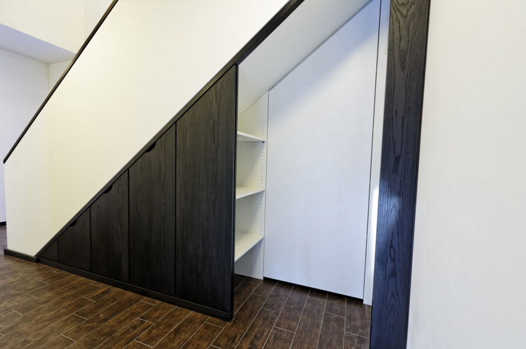 einbauschr nke f r den raum unterhalb der treppe. Black Bedroom Furniture Sets. Home Design Ideas