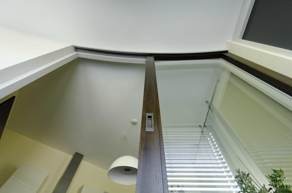 gebogene t ren schiebet r f r ein au ergew hnliches architektenhaus. Black Bedroom Furniture Sets. Home Design Ideas