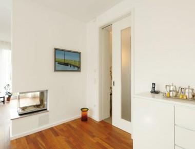 Wohnlich und modern: Schiebetüren in einem exklusiven Wohnhaus