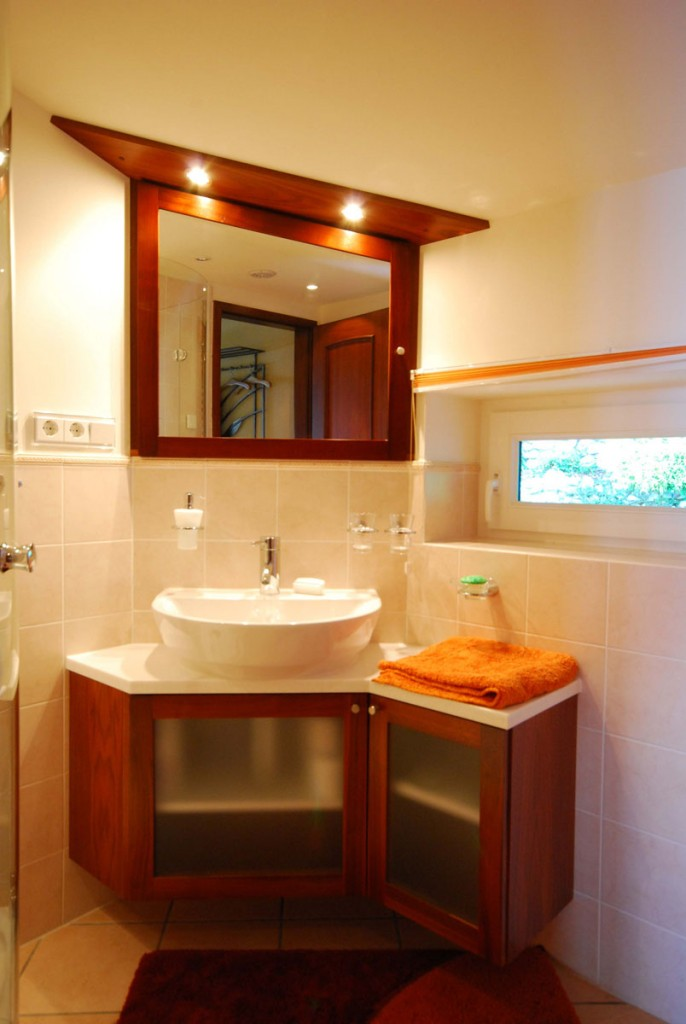 waschtisch mit aufsatzbecken waschtisch m bel schreiner. Black Bedroom Furniture Sets. Home Design Ideas
