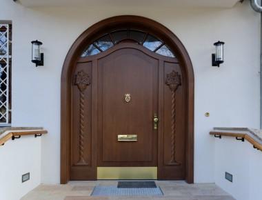 Rundbogen-Haustür für eine Berliner Villa