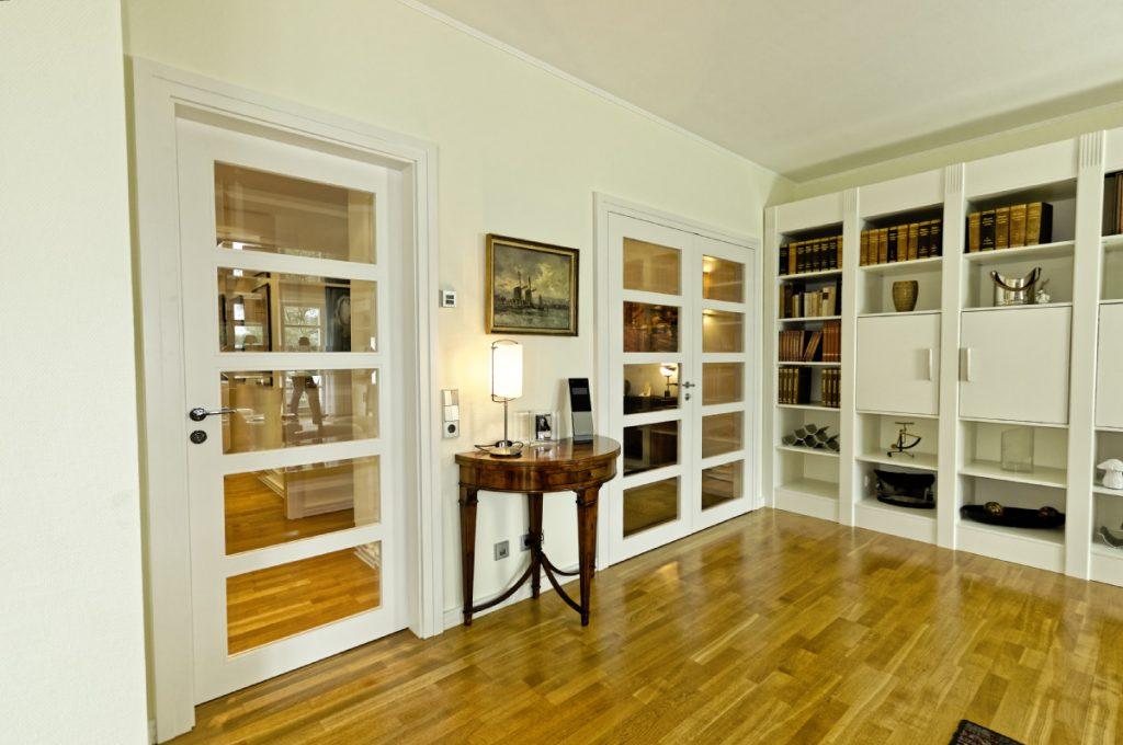 klassische moderne in d sseldorf sprossent ren mit. Black Bedroom Furniture Sets. Home Design Ideas
